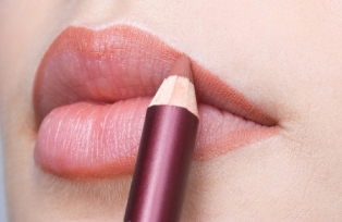 How to make lips look bigger