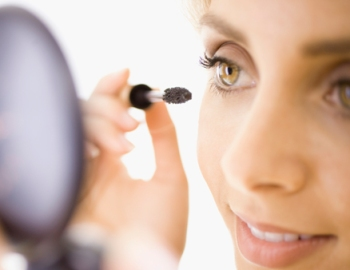 How to remove excess mascara