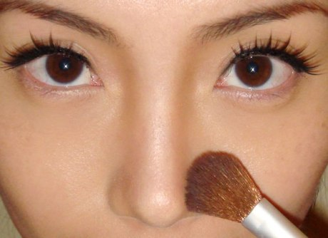 How to make your nose appear thinner