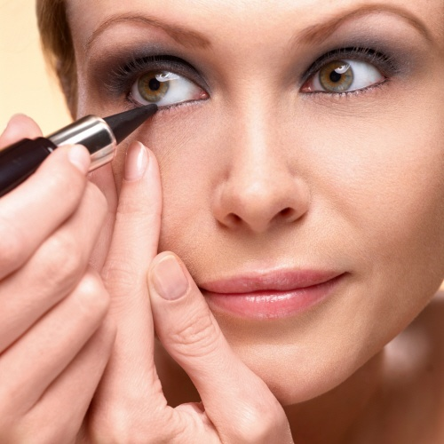4 Tips on How To Apply Kajal on Eyes : Indian Makeup and ...