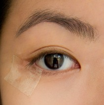 How to apply winged liner