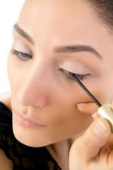 How to apply liquid liner