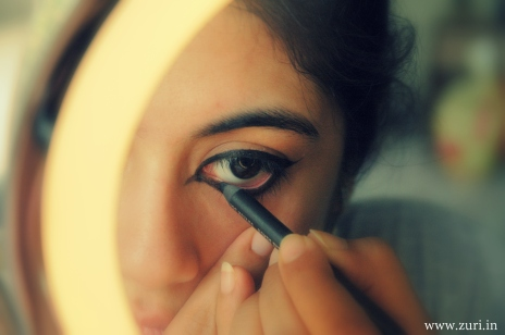 how to apply eyeliner to make eyes look smaller