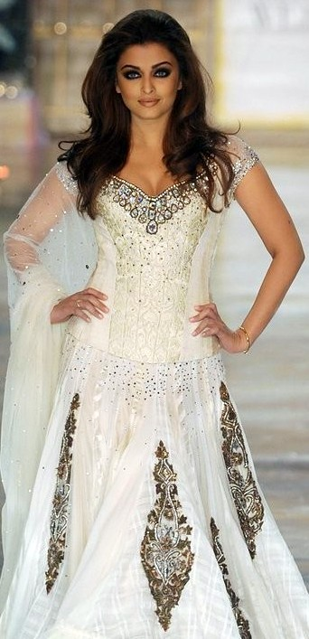 White Dress Bridal Makeup : 12 Best Manish Malhotra Bridal Collection of all time ...
