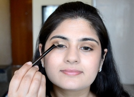 How to apply makeup - Chic bronze and purple eye makeup 09