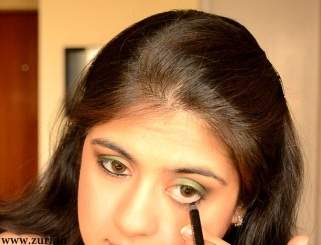 How to apply makeup - Green smokey eyes 05