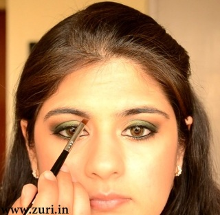 How to apply makeup - Green smokey eyes 09