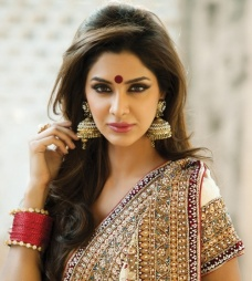 gorgeous hairstyles for navratri nights 04