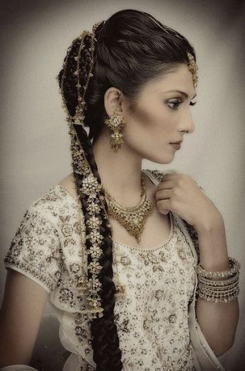 gorgeous hairstyles for navratri nights 09