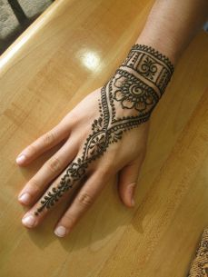 uber cool mehndi designs for navratri 04