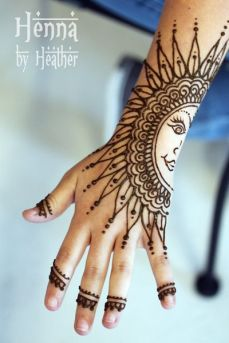 uber cool mehndi designs for navratri 09