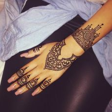 uber cool mehndi designs for navratri 10