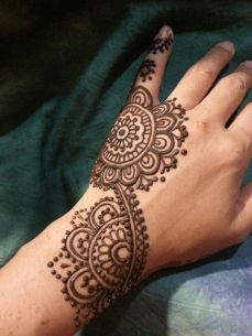 uber cool mehndi designs for navratri 15