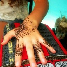 uber cool mehndi designs for navratri 16