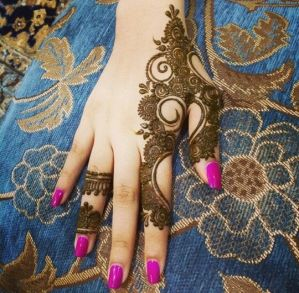 uber cool mehndi designs for navratri 17