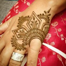 uber cool mehndi designs for navratri 18