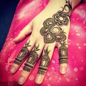 uber cool mehndi designs for navratri 20