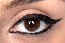 How to apply eyeliner 18