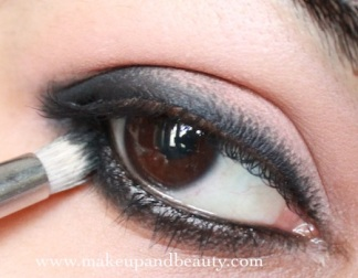 How to apply eyeliner 24