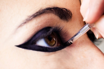 How to apply eyeliner 27
