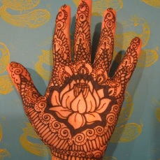Simple mehndi design for hands 101