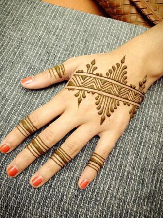 Simple mehndi design for hands 75