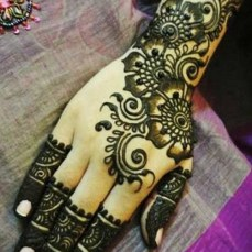 Simple mehndi design for hands 82