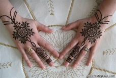Simple mehndi design for hands 83