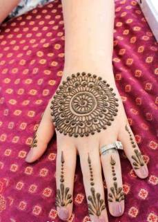 Simple mehndi design for hands 85