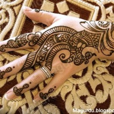 Simple mehndi design for hands 86