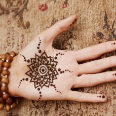Simple mehndi design for hands 88