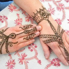 Simple mehndi design for hands 89