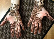 Simple mehndi design for hands 90