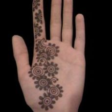 Simple mehndi design for hands 96