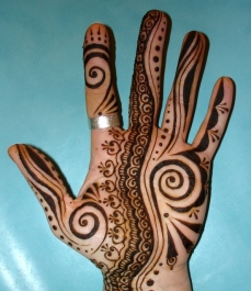 Simple mehndi design for hands 99
