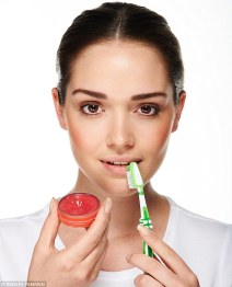 Home remedies to treat chapped lips 05