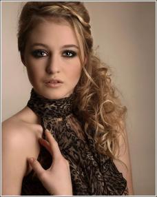Hairstyles for wedding reception 07