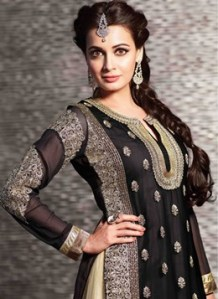 Hairstyles to wear with Pakistani salwar kameez 07