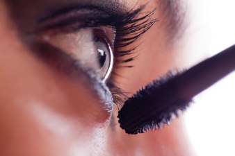 Easy Tips on How to Apply Mascara Perfectly 04