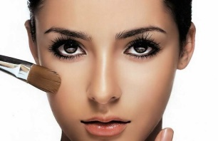 10 Makeup Mistakes you are  Making Everyday 01