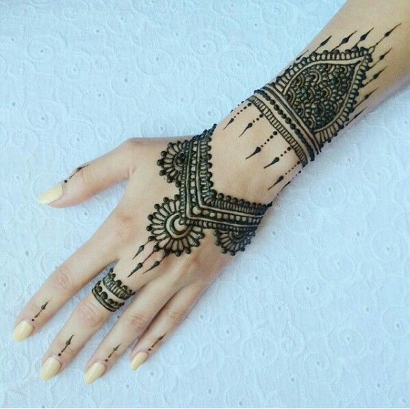 Arabic mehndi designs for bride relatives 18