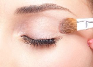 How to apply eyeshadow 03
