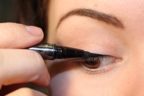 how to put eyeliner 03