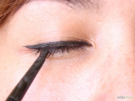 how to put eyeliner 04
