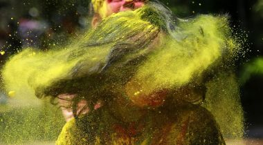 hair care tips for Holi 01