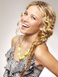 Hairstyles for curly hair 32