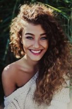 Hairstyles for curly hair 33