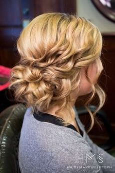 Hairstyles for curly hair 38