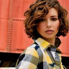 Hairstyles for curly hair 41