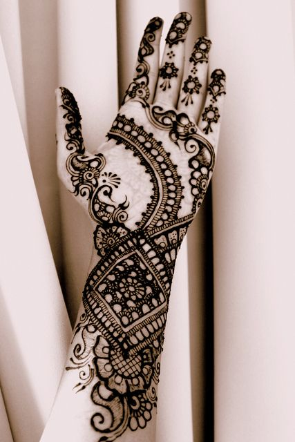 mehndi design for the summer bride 20
